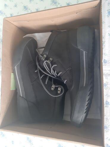 Ботинки новые. Покупали в Москве. Кларкс. Размер 37. Цена - 3000 сом