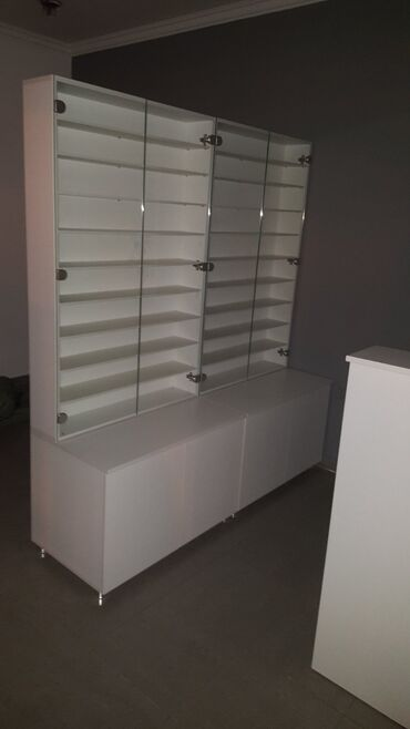Police naocare - Srbija: Na prodaju dve vitrine, kao nove, malo koriscene ( korišćene za