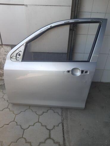 Продаю дверь на демио передняя левая цвет серебро есть вмятины под