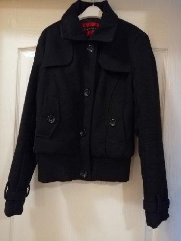 Zimske-jakne - Srbija: Kratko korišćena, potpuno očuvana jakna crne boje, veličina S. Odlična