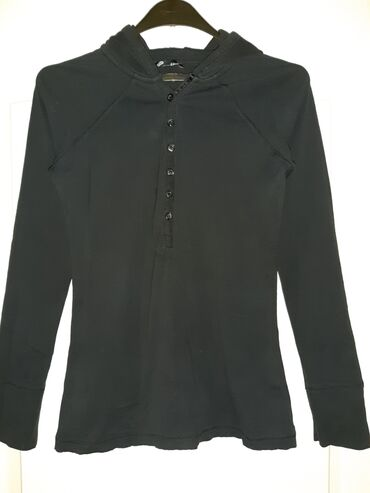 Duks velicina m - Srbija: Duks-majica u ocuvanom stanju(marka-kikiriki)Velicina:S/MCena:250 din