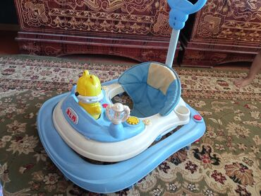 Детский мир - Джалал-Абад: Ходунок б/у, но все работает отлично. Вместе отдам пакет игрушек