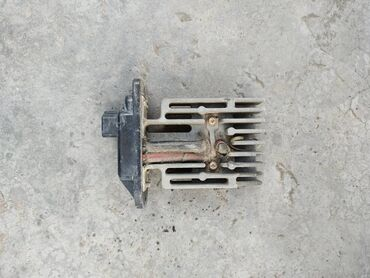 Регулятор оборотов моторчика печки на Тойота Сюрф 185 кузов