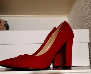 Προσωπικά αντικείμενα - Ελλαδα: Suede κόκκινες γόβες με χοντρό τακουνι. Κατάλληλες για να φορεθούν