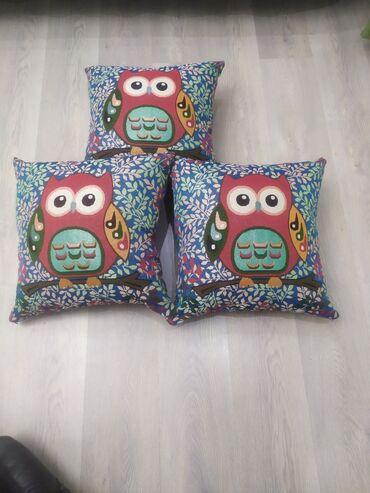 Продаю подушки,очень красочные, разные рисунки наполнитель холофайбер