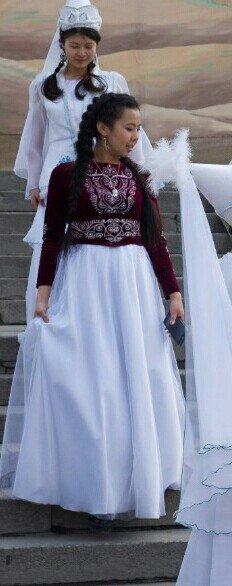 Национальное платье: полочка из вилюра с орнаментом,  юбка из атласа п в Бишкек