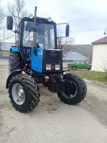 Bakı şəhərində Traktor yenidir hec işlenmeyib