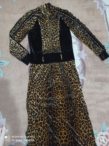 платье из королевского бархата в Кыргызстан: Продаю очень красивое шикарное платье. Ткань королевский бархат