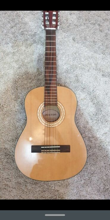 Aro 24 2 5 mt - Srbija: Weston gitara 1/2 Nova, dobijena na poklon. Na gitari nije uopšte