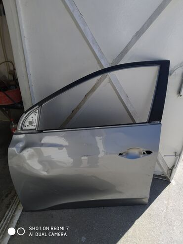 Hyundai ix35 sol qabag qapisi ezilmis veziyyetde orijinal