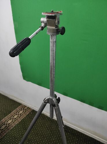 рабочий фотоаппарат в Кыргызстан: Продаю штатив для фотоаппарата, видеокамеру. Советский. Прочный