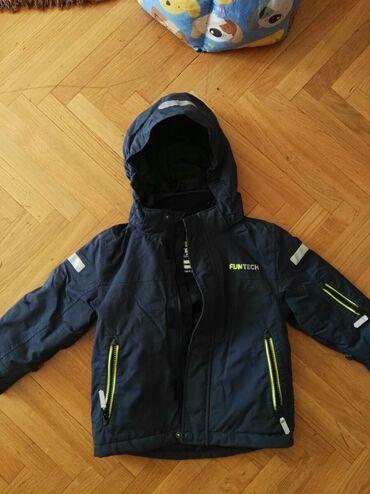 Prodajem deciju jaknu,u odlicnom stanju kao nova, velicina 104/4godine