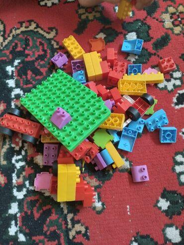 Детский мир - Маевка: Продаю Конструктор ии Лего, конструктор отдам с ведром больше