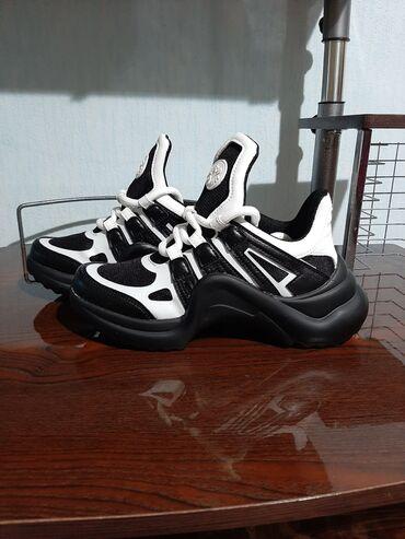 Новые кроссовки, 37 размер
