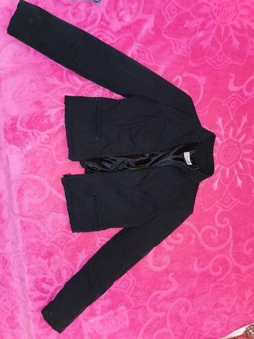 Kratka jakna za prelazni period s