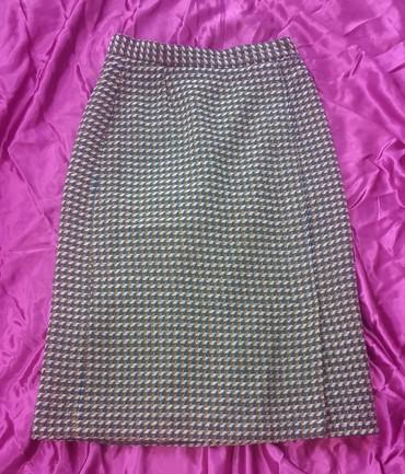 Runske vune - Srbija: Vunena suknja, vel. 40. Postavljena je i ima slic sa prednje strane