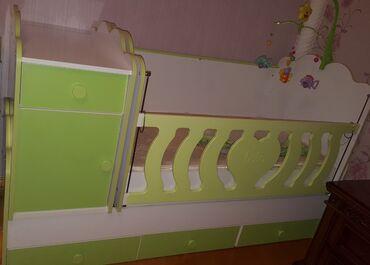 вешалка в коридор в Азербайджан: Matrasi var,perdesi ve asilqan oyuncaq uzerinde verirem