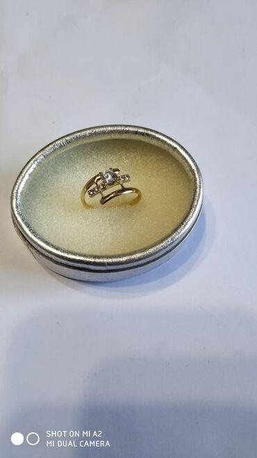 Кольцо золотое 585 жёлтое золото в отличном состоянии размер 16,5