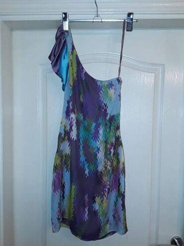 Haljina od čiste svile,  Prelepa ko voli sareno,poznatog britanskom br