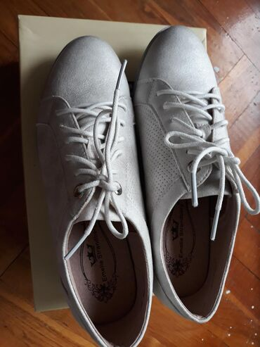 Nove Emelie cipele 37