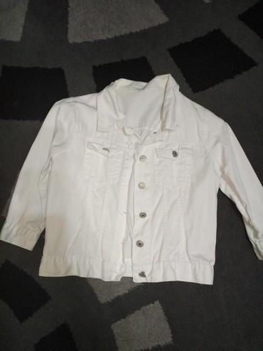 джинсова курточка в Кыргызстан: Курточка джинсовая белая. Размер м. Б/у но в хорошем состоянии. Отдам