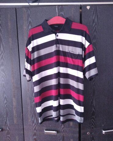 Personalni proizvodi - Jagodina: Predivna muska majica u divnom dezenu.Kao nova, bez ostecenja.Velicina