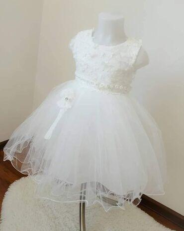 Čisto bela haljinica sa srebrnim štrasom u gornjem delu i 3d