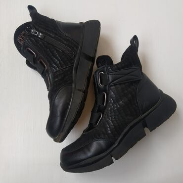 11184 объявлений: Демисезонные ботинки 35р. В отличном состоянии Торга нет!