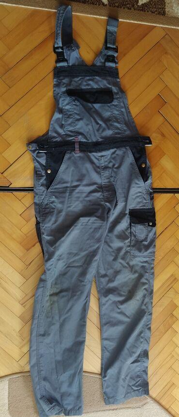 Pantalone lantis - Srbija: Muske radne pantalone, broj 54 i 56. Imaju male fleke na kolenima, ali