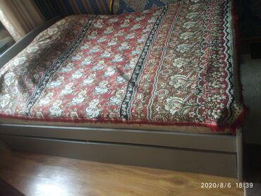 спальные кровати с матрасами в Кыргызстан: Продаю двух спальный диван с матрасом 4000сом