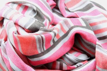 Qadın Geyimləri Qusarda: Мягкий шарфик яркой расцветки с бахромой. Неношеный