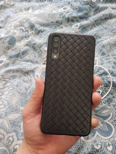 сколе в Кыргызстан: Б/у Samsung A500 64 ГБ Черный