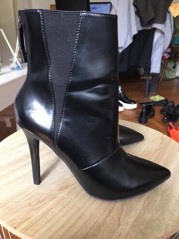 Zara crne kozne cizme, broj 40. Cizme su potpuno nove  Cena: 45€