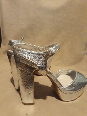 Safran nove sandale br 40