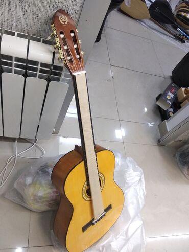 Gitara Yeni Model klassik orginal Keyfiyyətli modeldirKlassik Gitara
