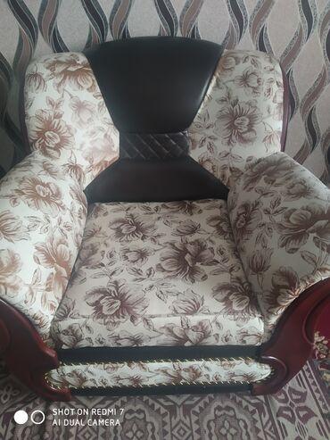 продажа домов в токмаке in Кыргызстан   ПРОДАЖА ДОМОВ: Продается мягкая мебель, раздвижной диван и два кресла, красивая расцв