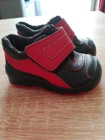 Dečija odeća i obuća - Rumenka: Nenošene dečije cipelice dobijene za poklon ali male broj 19