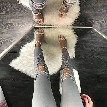 Pantalone sa prorezima NOVO SA ETIKETOM!Dostupne su u sivoj