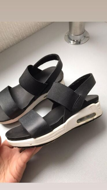 Корейская обувь ( состояние хорошее)