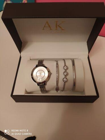 qadın oksfordları - Azərbaycan: Boz Qadın Qol saatları Anne Klein