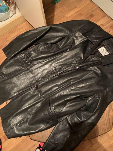 Crna zensks jakna malo duza,javite se za dimenzije,malo nosena