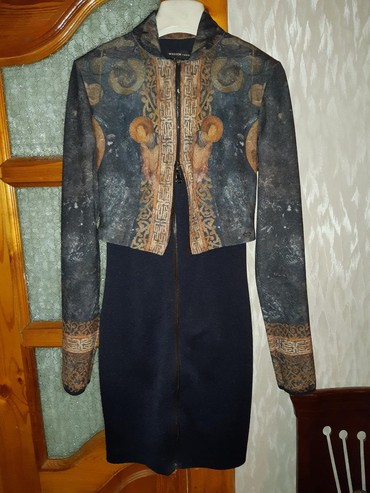 платье футляр с карманами в Кыргызстан: Шикарное платье футляр. фирма waggon. 38 размер в отличном состоянии