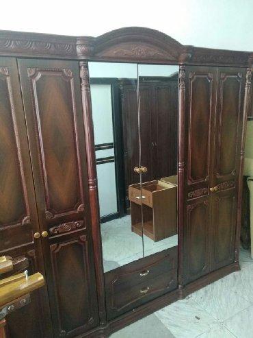 деревянная спальня в Азербайджан: Malaziyada 6 qapılı dolab əla vəzyəttədir heç bir problemi yoxdur