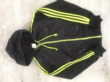 Adidas jaknica nosena ali ocuvana bez mana,m velicina. - Belgrade