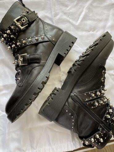 shapka zara dlja devochki в Кыргызстан: Осенние ботинки Zara. Идеальное состояние, одевали несколько раз