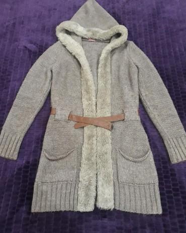 женские-серые-свитера в Азербайджан: Gozel jaketdir.Veziyeti de yenidir. Az geyindim, standartdi bedeni. Af