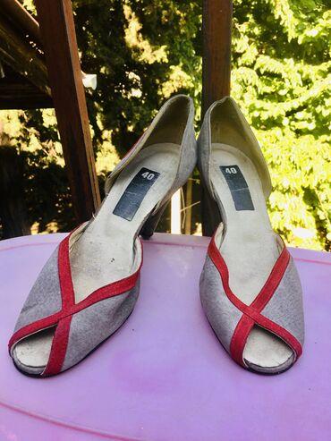 Prodajem ocuvane vintage rucno radjene peep-toe sandale. Izradjene su