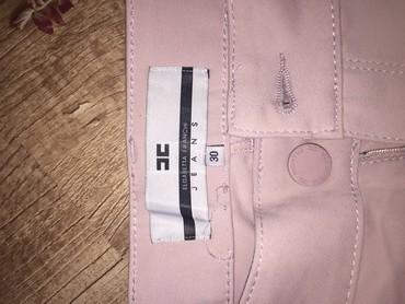 розовая мужская одежда в Кыргызстан: Брюки нежно персикового цвета, зауженные, посадка низкая. Пр-во
