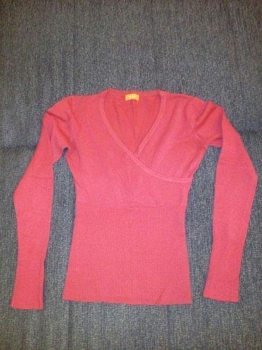 Crveni džemperak, očuvan bez oštećenja - Nis