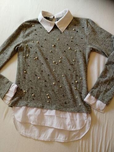 Sivac - Srbija: Džemper/košulja. Svetlo siva sa biserima. Nošena par puta. Na jednom